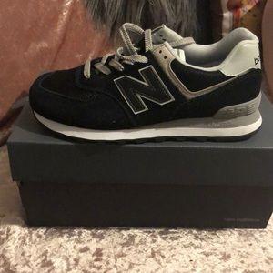 New Balance Women's classic size 9 NIB shoes